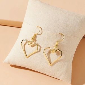 3/$30 💛 Heart Drop Earrings